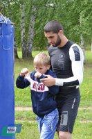Сборы спортсменов ММА – радость для детей!