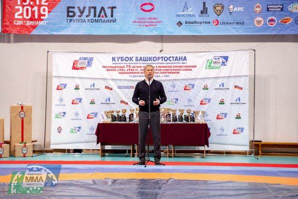 «Вы занимаетесь тяжелым, но сильным видом спорта. Желаю, чтобы все те навыки, которые вы получаете здесь под началом замечательных тренеров, вы использовали только для защиты слабых и всегда гордились тем, что вы настоящие бойцы – сильные и уверенные!» – сказал Радий Фаритович, обращаясь к участникам.